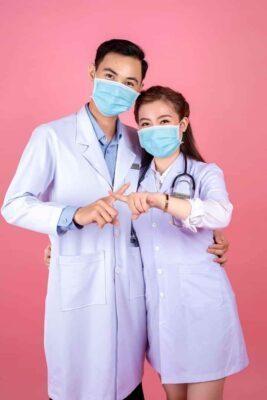 Tỏ tình mùa COVID-19 với chiếc áo blouse trắng bác sĩ Xu Hướng Đồng Phục - Hotline 0909124112 FB IMG 1586055240219
