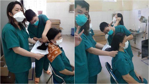 Các nữ bác sĩ tuyến đầu COVID-19 Đà Nẵng cắt ngắn tóc bắt đầu làm nhiệm vụ Xu Hướng Đồng Phục - Hotline 0909124112 Những bức hình chụp lại khoảnh khắc nữ bác sĩ ở Bệnh viện Đa khoa Đà Nẵng đang cắt đi mái tóc dài để thuận tiện khi làm việc khiến nhiều người cảm động.