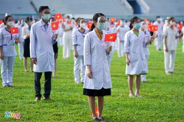 Các chiến sĩ áo blouse trắng ở TP.HCM xuất quân tham gia chiến dịch tiêm vaccine Xu Hướng Đồng Phục - Hotline 0909124112 VNVC Zing 7