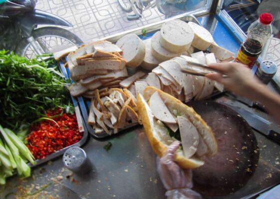 5 địa điểm bánh mì Nha Trang nổi tiếng nhất được dân mạng mách nhau Xu Hướng Đồng Phục - Hotline 0909124112 banh mi nha trang 06 1626695513